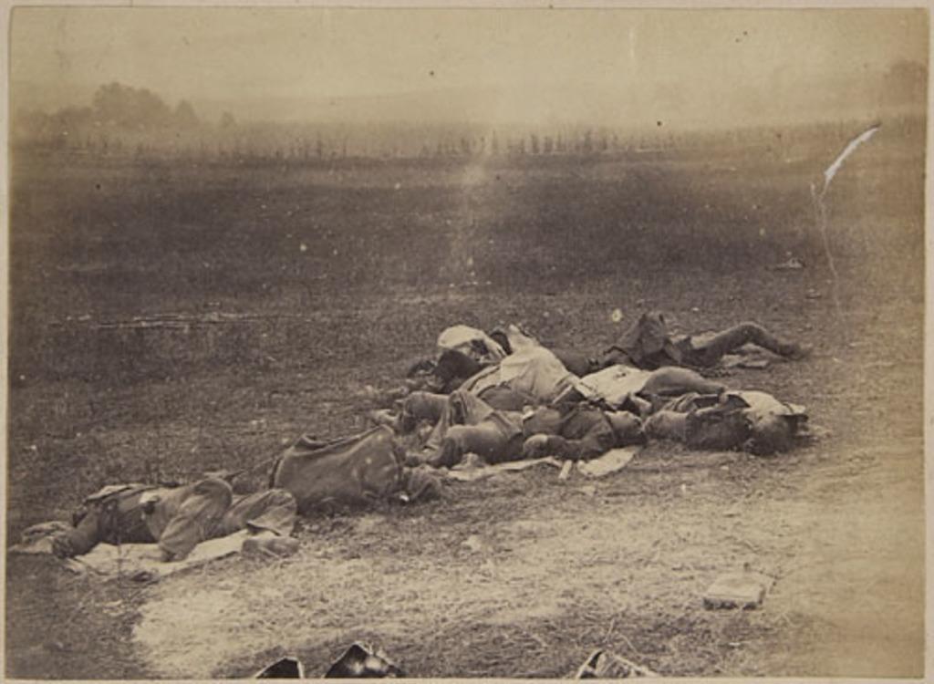 Soldats de la brigade irlandaise tués lors de la bataille d'Antietam, de l'album du capitaine Frederick Stevenson