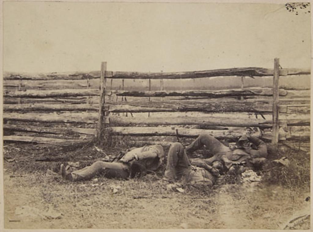 Soldats morts à Antietam, de l'album du capitaine Frederick Stevenson