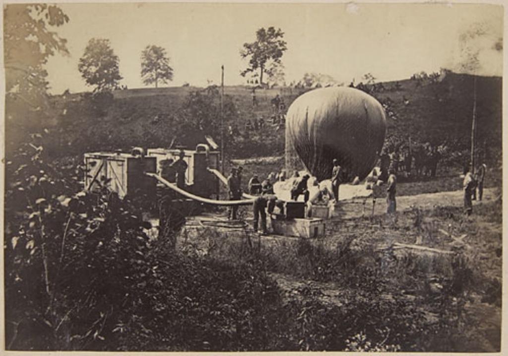 Gonflage du ballon de reconnaissance, de l'album du capitaine Frederick Stevenson