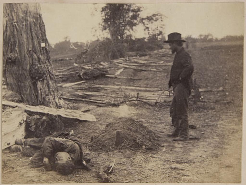 Tombe nordiste et dépouille d'un Confédéré, de l'album du capitaine Frederick Stevenson