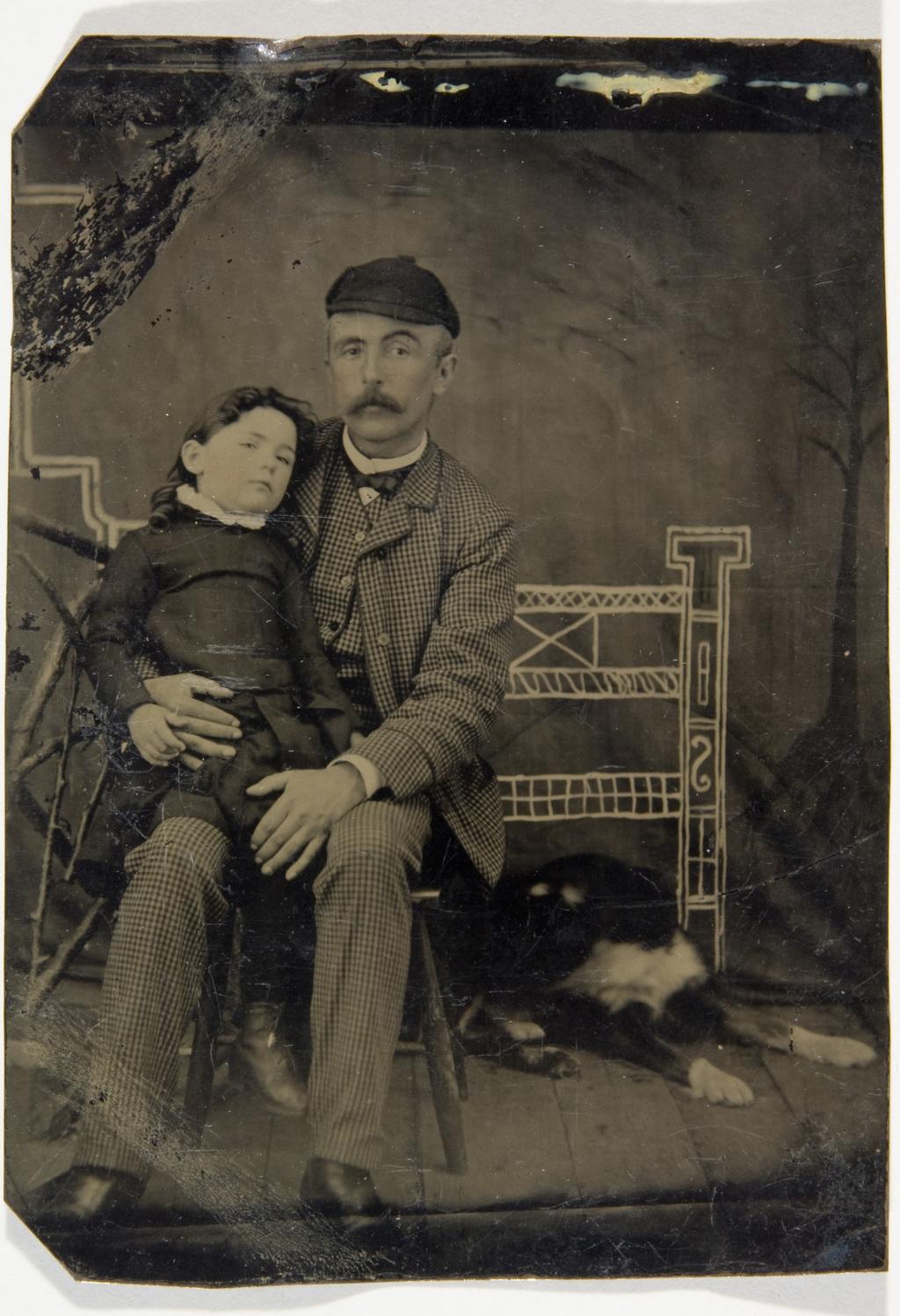 Portrait d'homme avec son enfant et un chien, de l'album de la famille Taché-Cimon