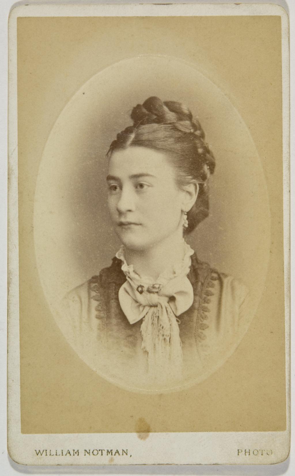 Lucie Cuvillier, de l'album de la famille Taché-Cimon