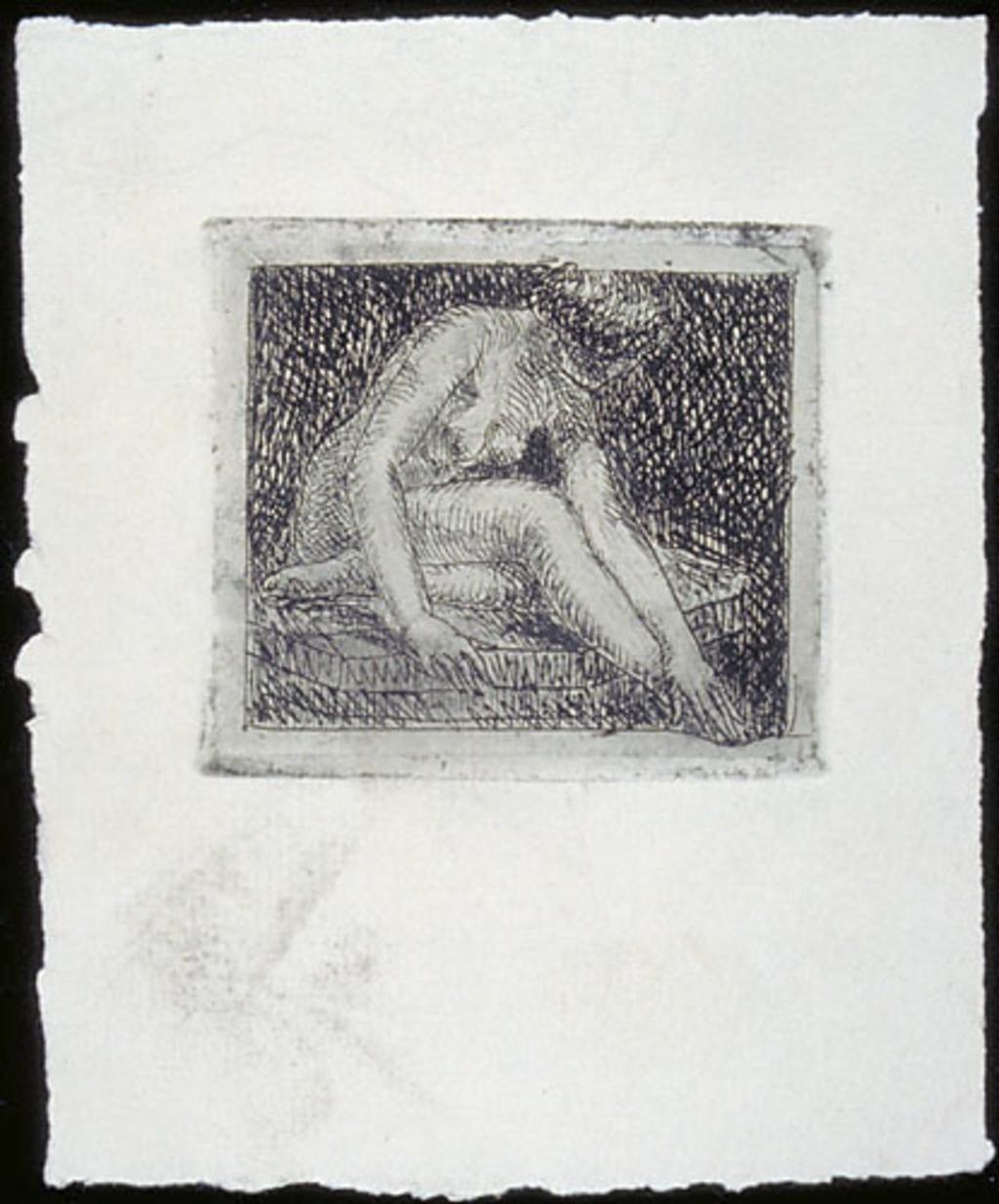 Femme nue assise se touchant le pied droit