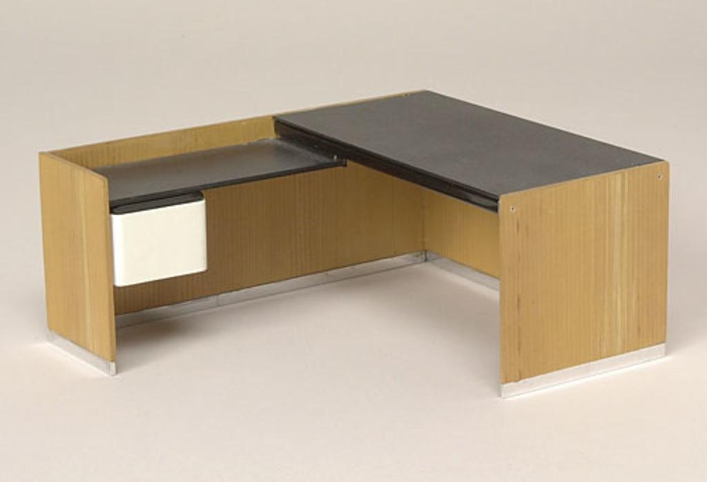 Modèle réduit de la table de travail avec retour du « System F-2 » (1973)