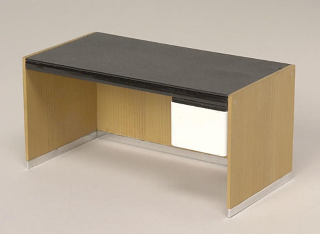 Modèle réduit de la table de travail du « System L » (1968)