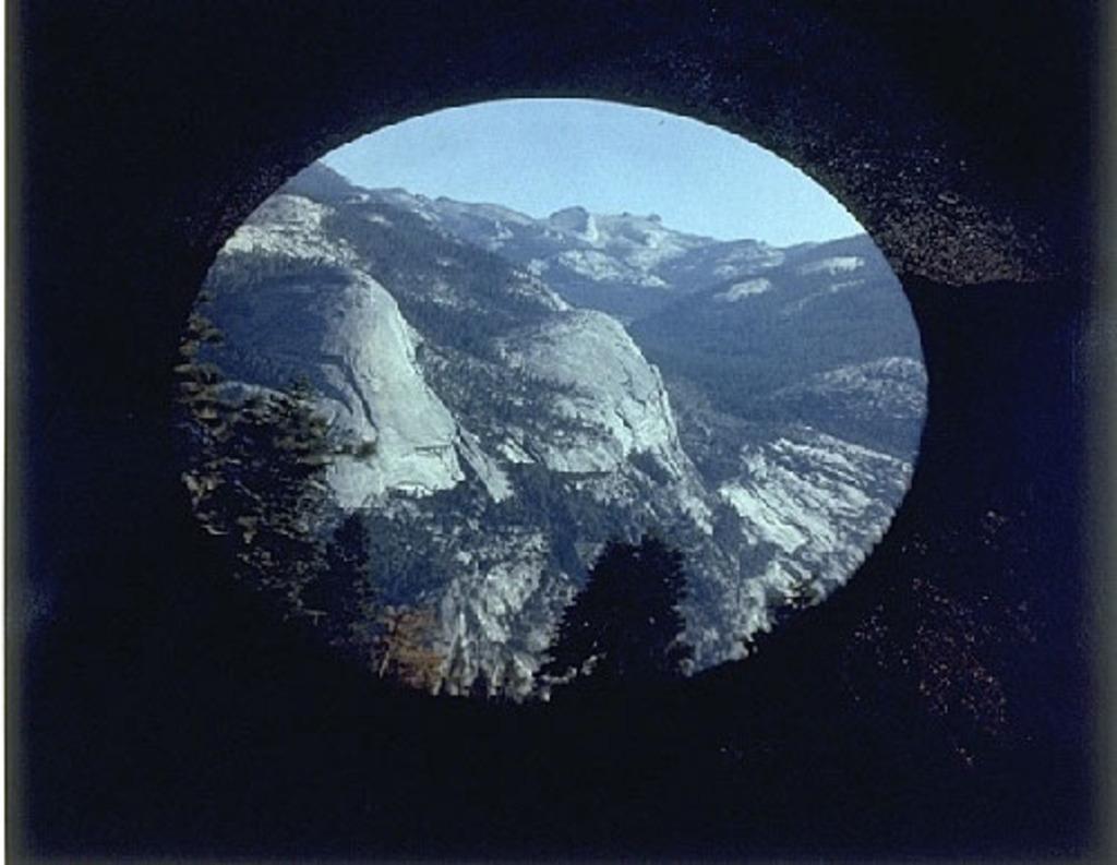 Projection de la vallée Yosemite, Californie, à l'intérieur d'une tente camera obscura
