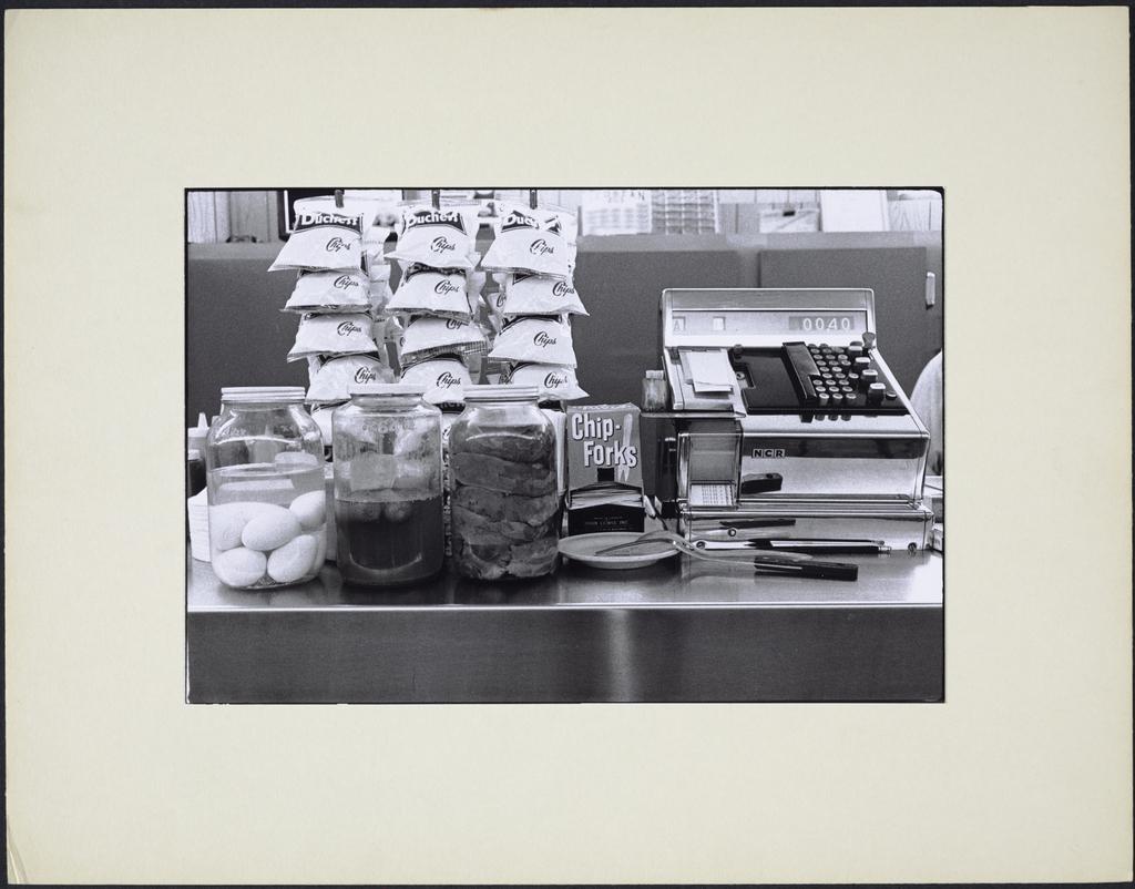 Chips, langue et caisse, de la série « La Taverne »