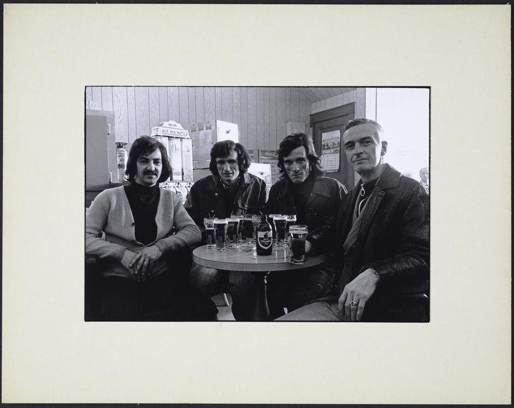 Monsieur Lelièvre et ses deux fils à la taverne, de la série « La Taverne »