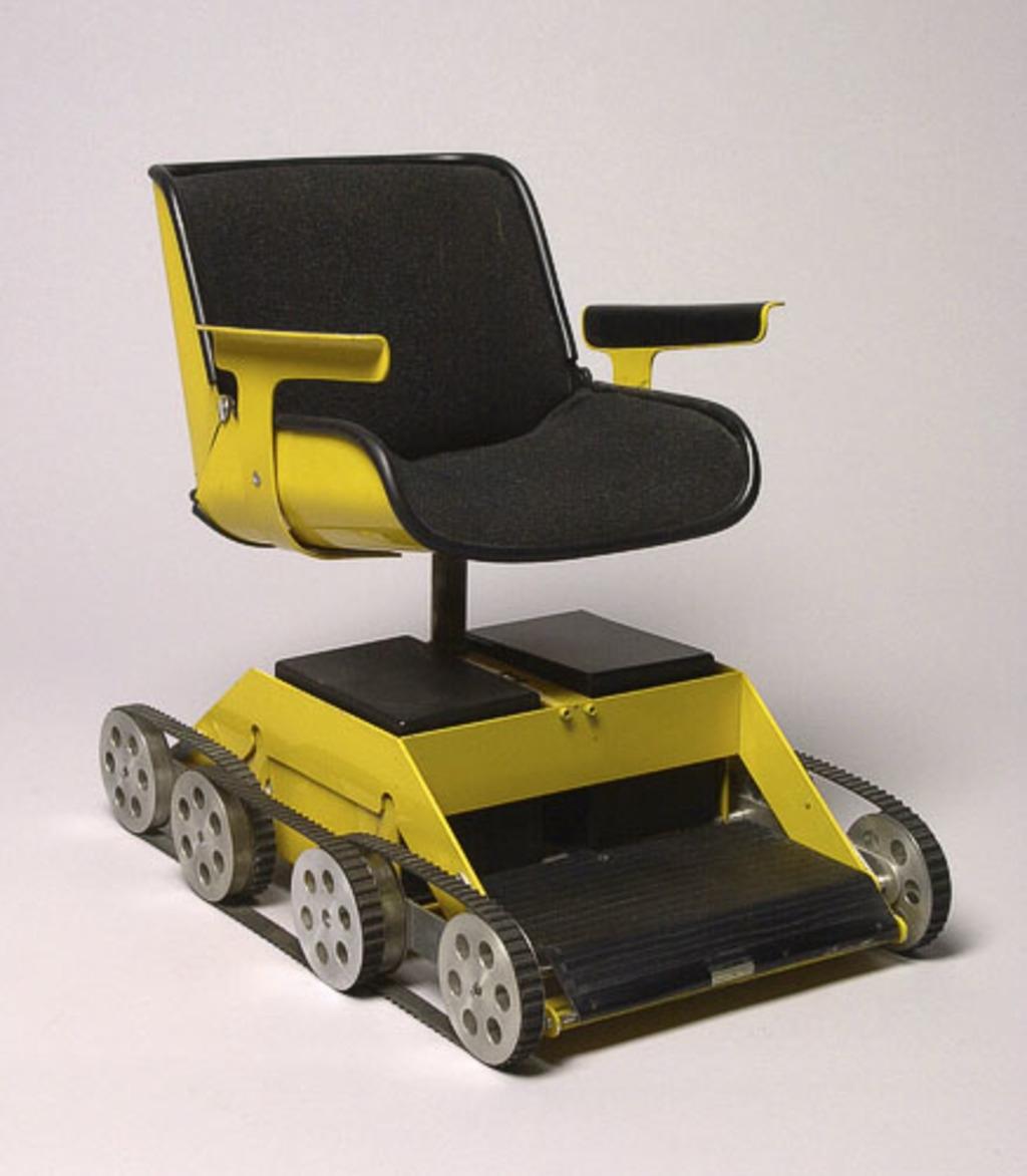 Modèle réduit pour un prototype du fauteuil roulant « Curb Climbing Wheelchair (EPC III) »