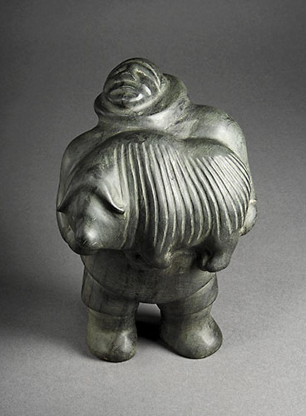 Homme transportant un boeuf musqué sculpté