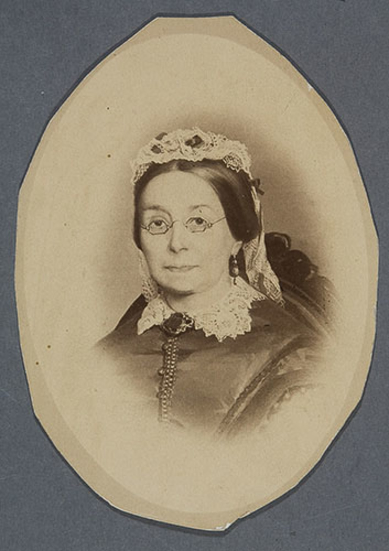 Madame Abraham Hamel, née Cécile Roy. Photographie d'un tableau d'Eugène Hamel