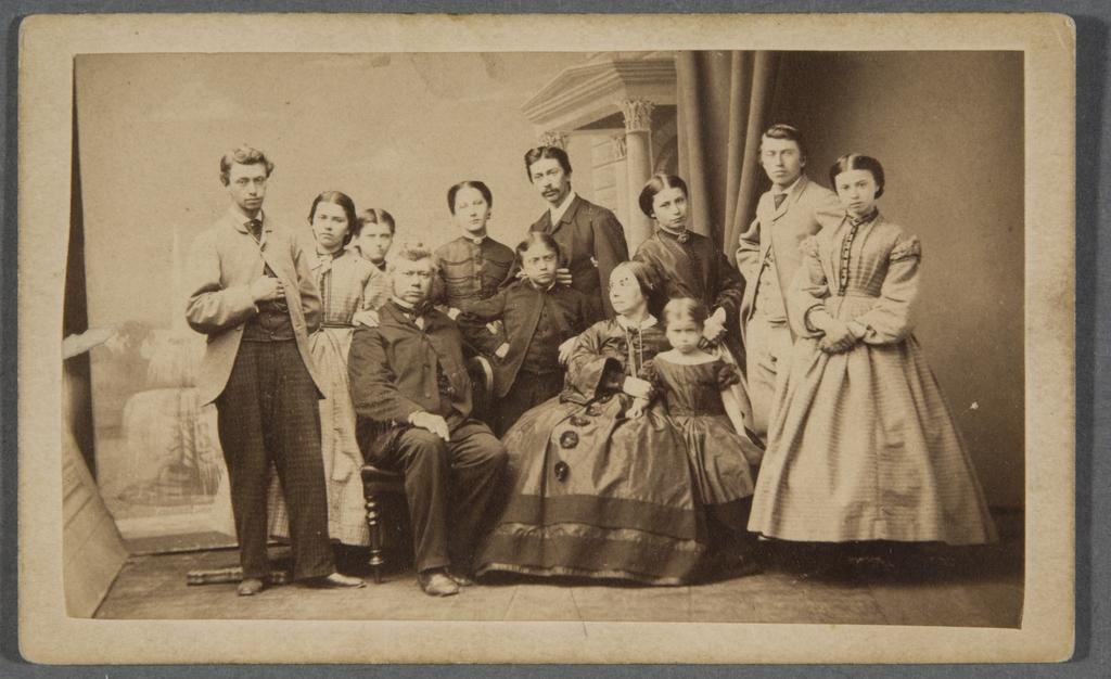 Abraham Hamel et son épouse, née Cécile Roy, entourés de leurs enfants