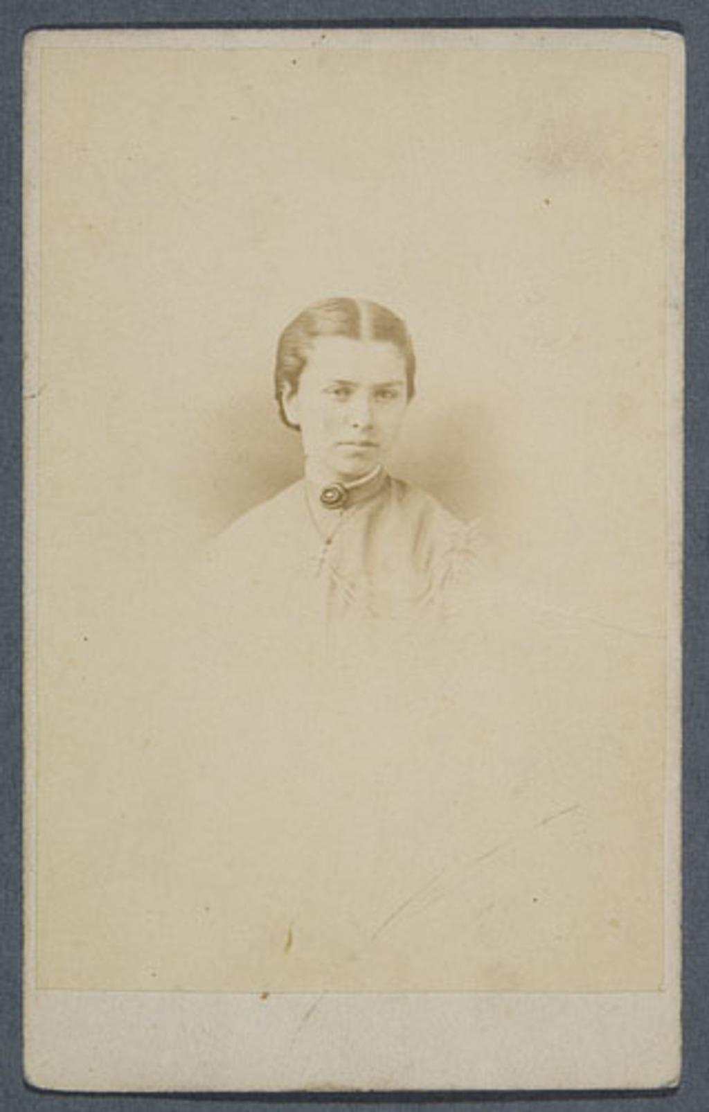 Portrait de femme, de l'album Eugène-Hamel
