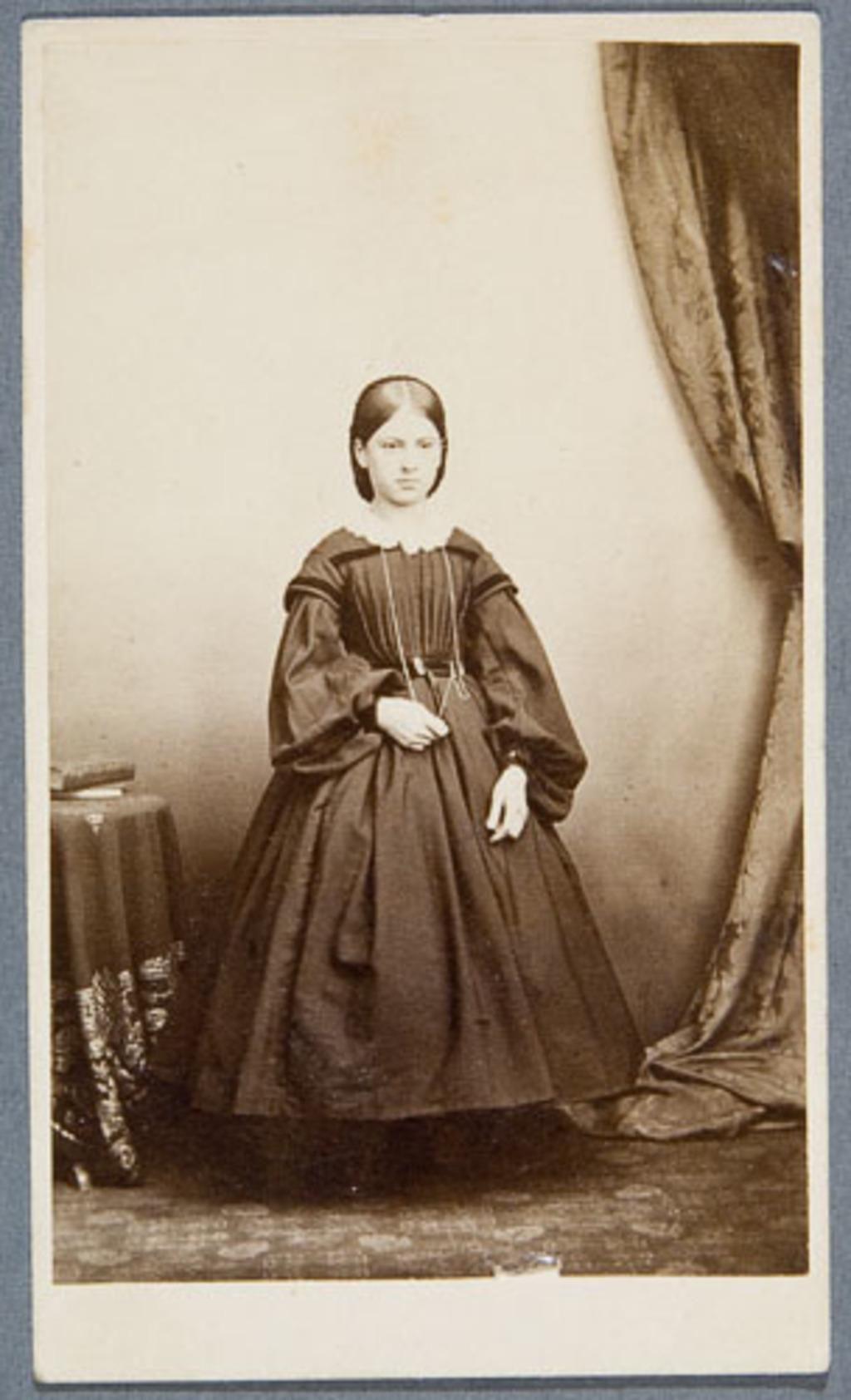 Portrait de jeune fille, de l'album Eugène-Hamel