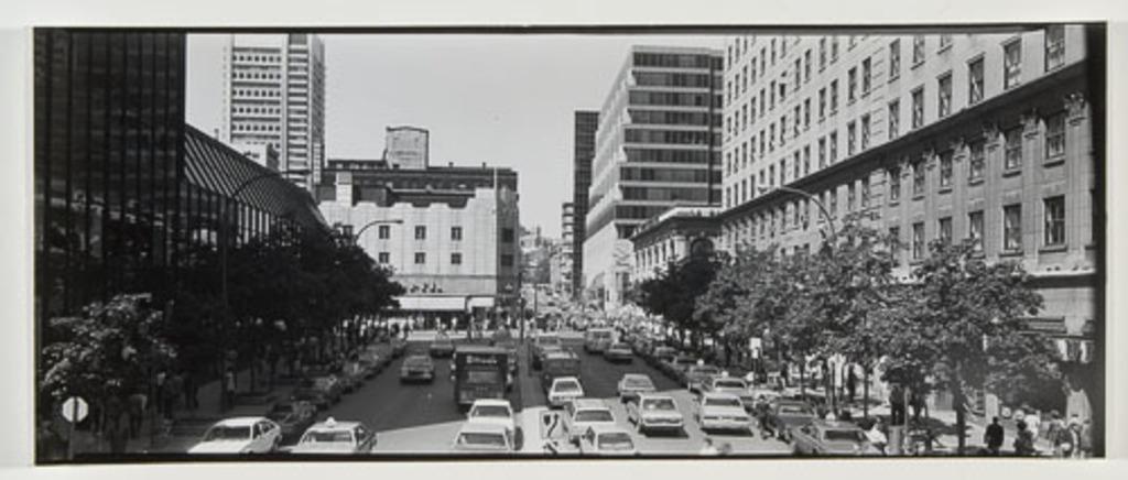 L'Avenue McGill College vue de Place Ville-Marie, de la série « Panoramas de Montréal (1980-1981) »
