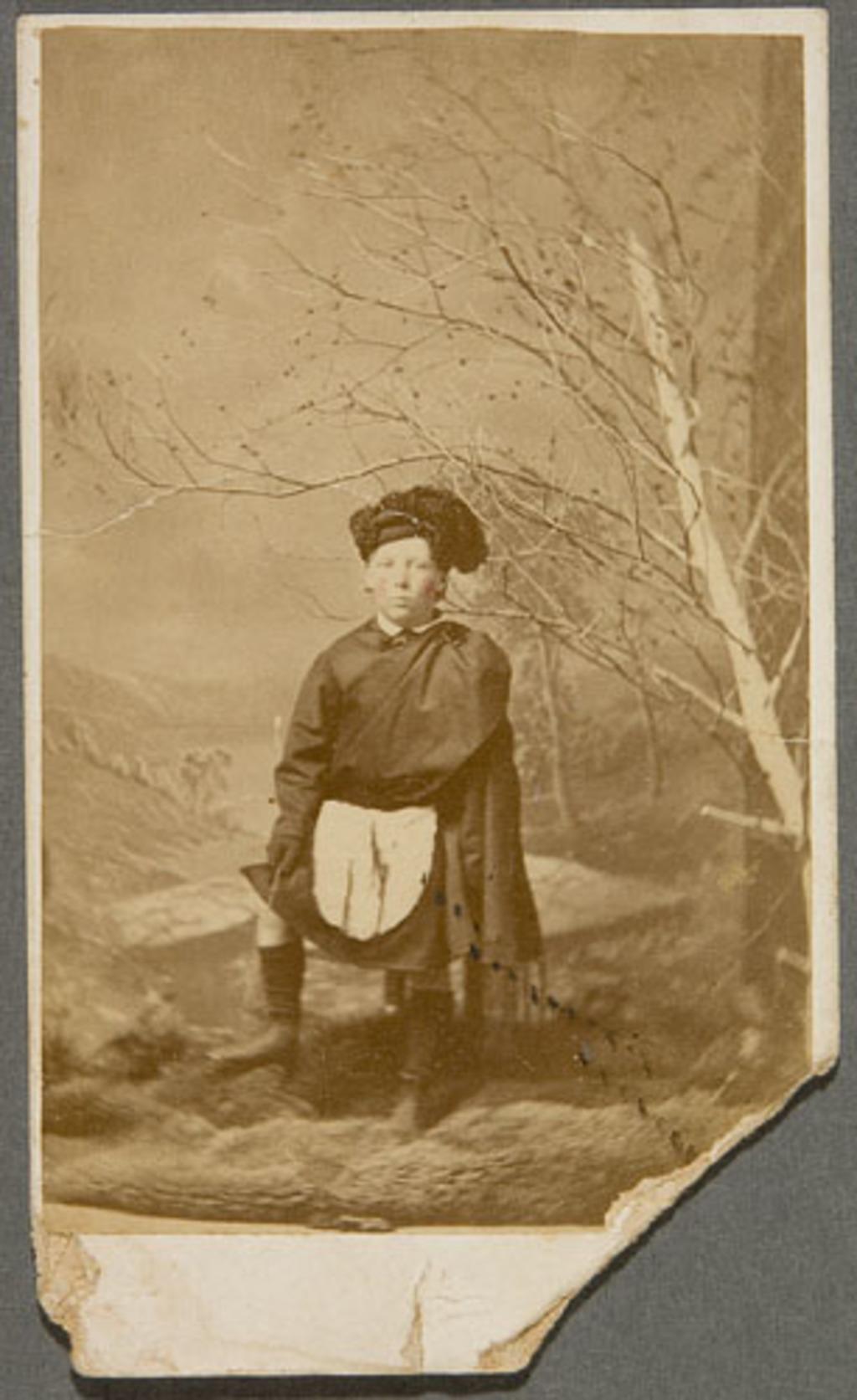 Portrait d'un garçon en costume écossais