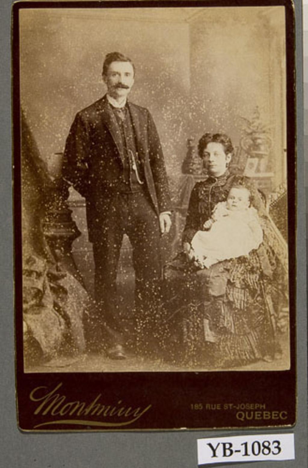 Michel Gauvin et son épouse, née Leda Rousseau, et leur bébé