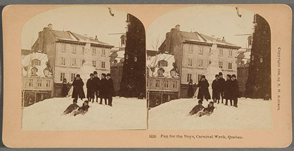 Groupe de garçons près de la statue de glace du père Brébeuf par Louis Jobin, à la place de la Basilique, Carnaval de Québec