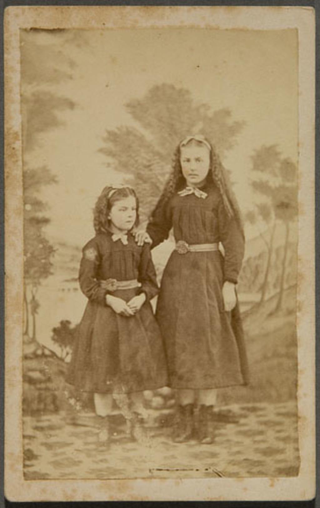 Joséphine et Odile Morin, enfants