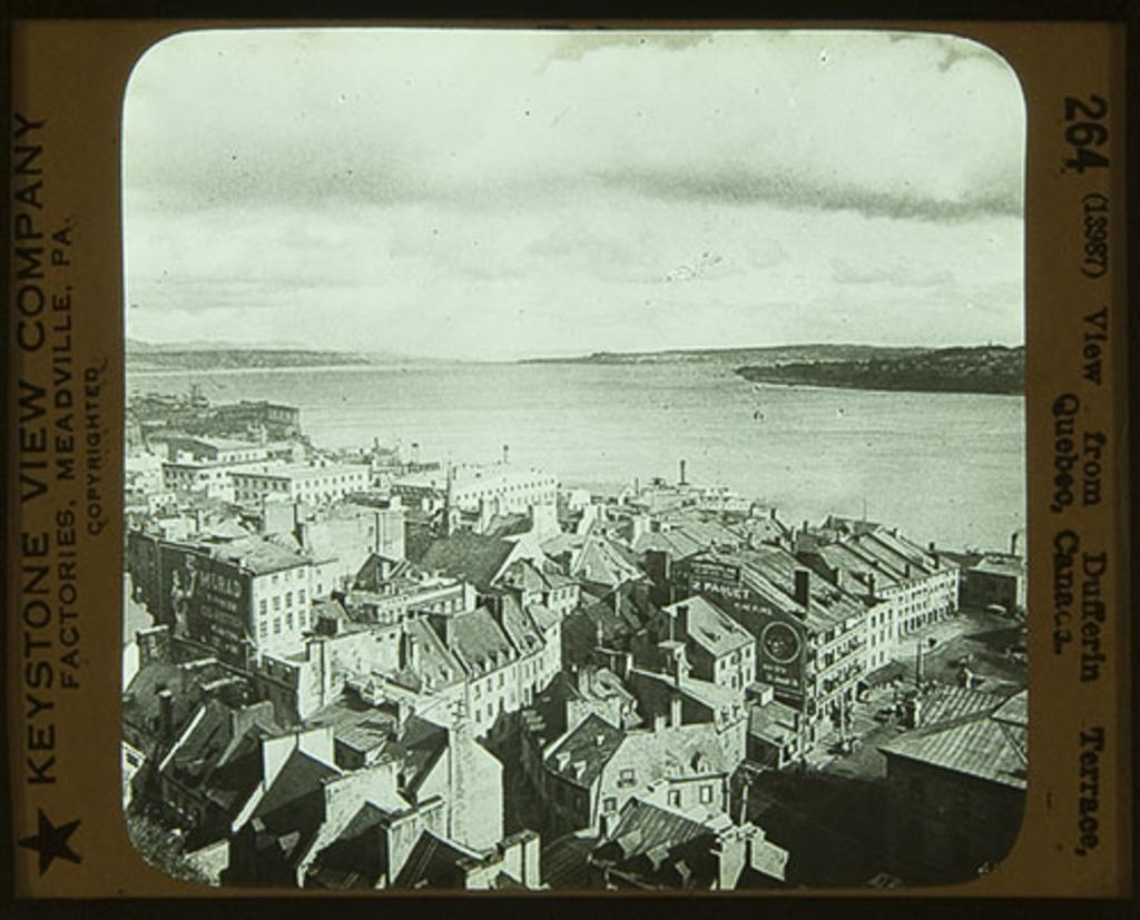 La Basse-Ville et le port de Québec vus de la terrasse