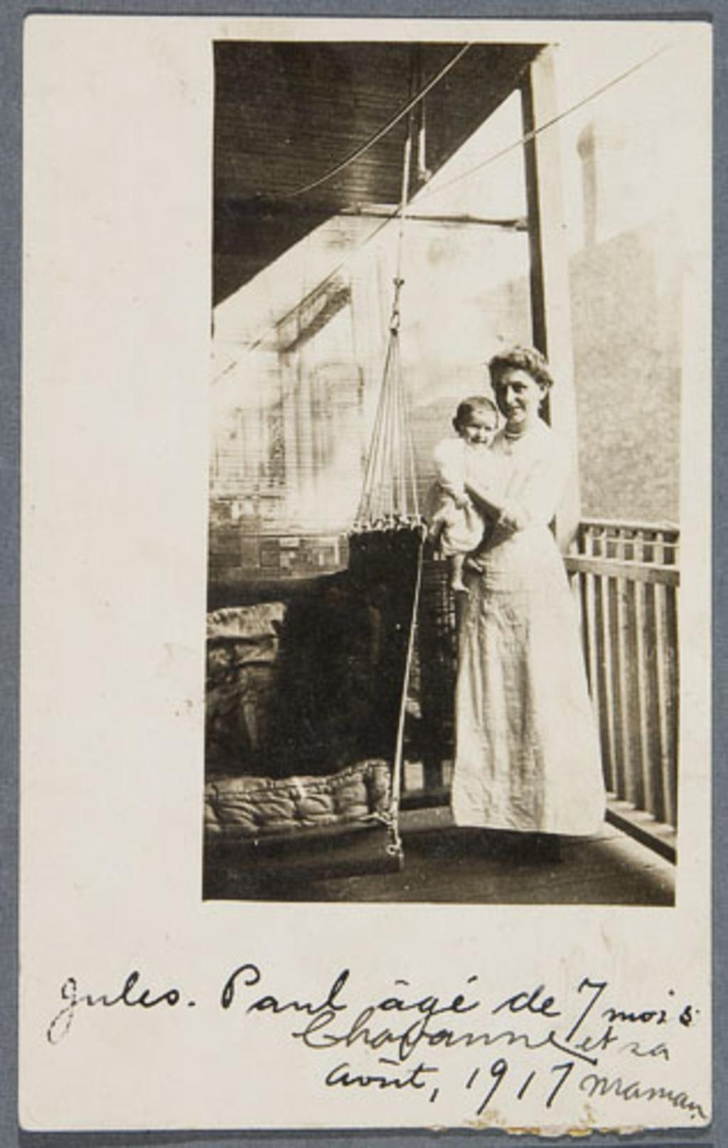 Madame Chavanne, née Marie-Corinne Dugal, et son fils Jules-Paul