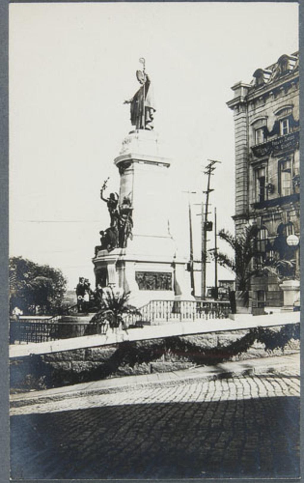 Le Monument à Monseigneur de Laval, tricentenaire de Québec
