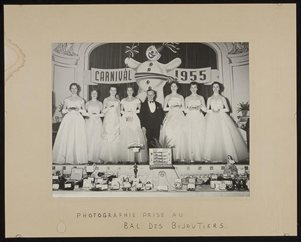 Portrait de groupe au bal des bijoutiers du Carnaval de Québec