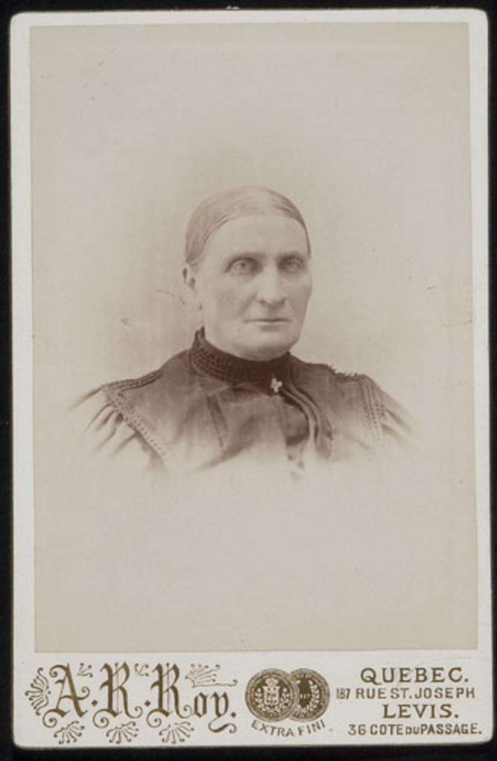 Portrait de femme, de l'album de la famille Boulanger