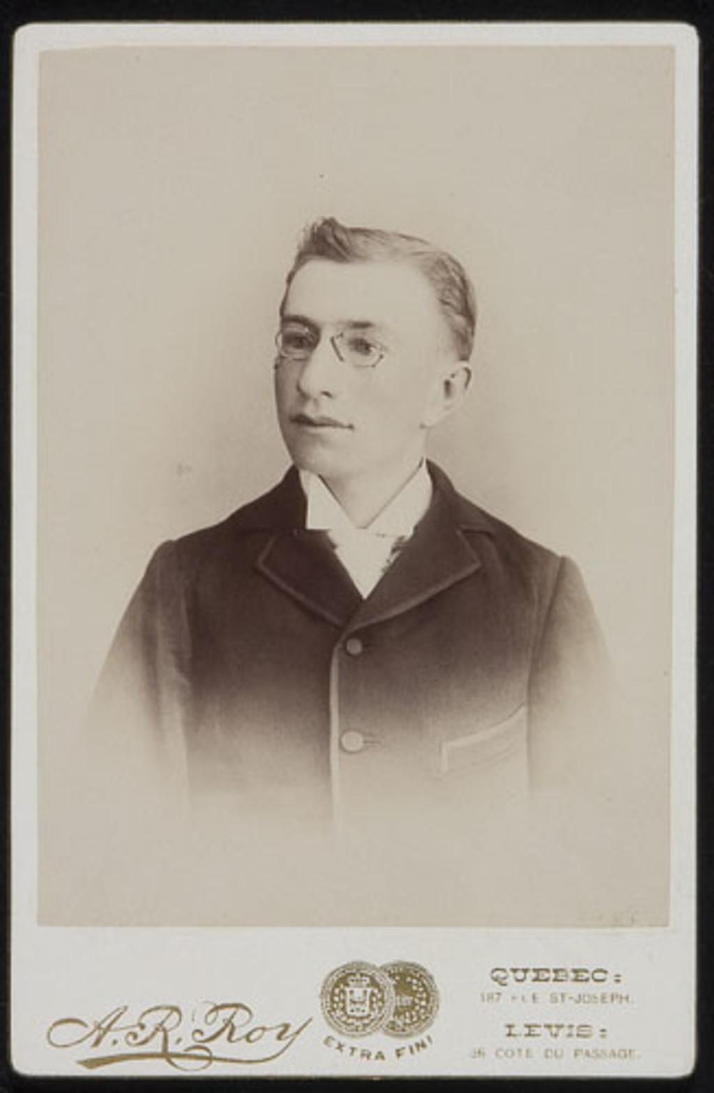 Portrait d'homme, de l'album de la famille Boulanger