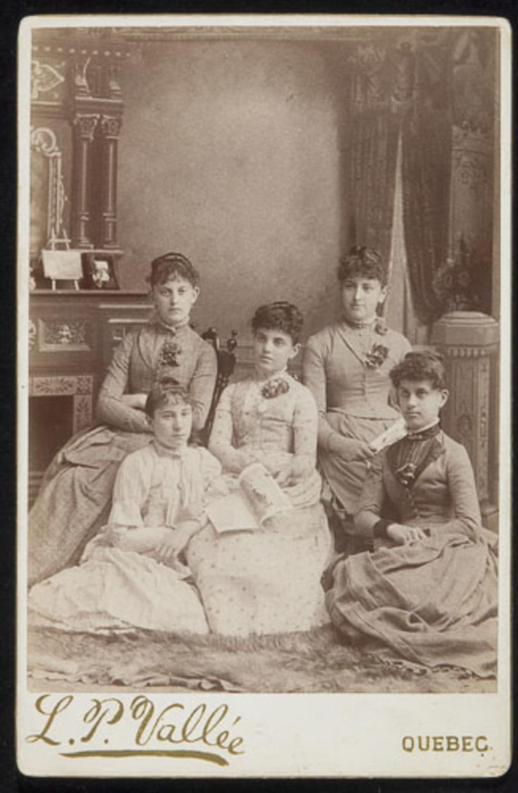 Portrait d'un groupe de femmes, de l'album de la famille Boulanger