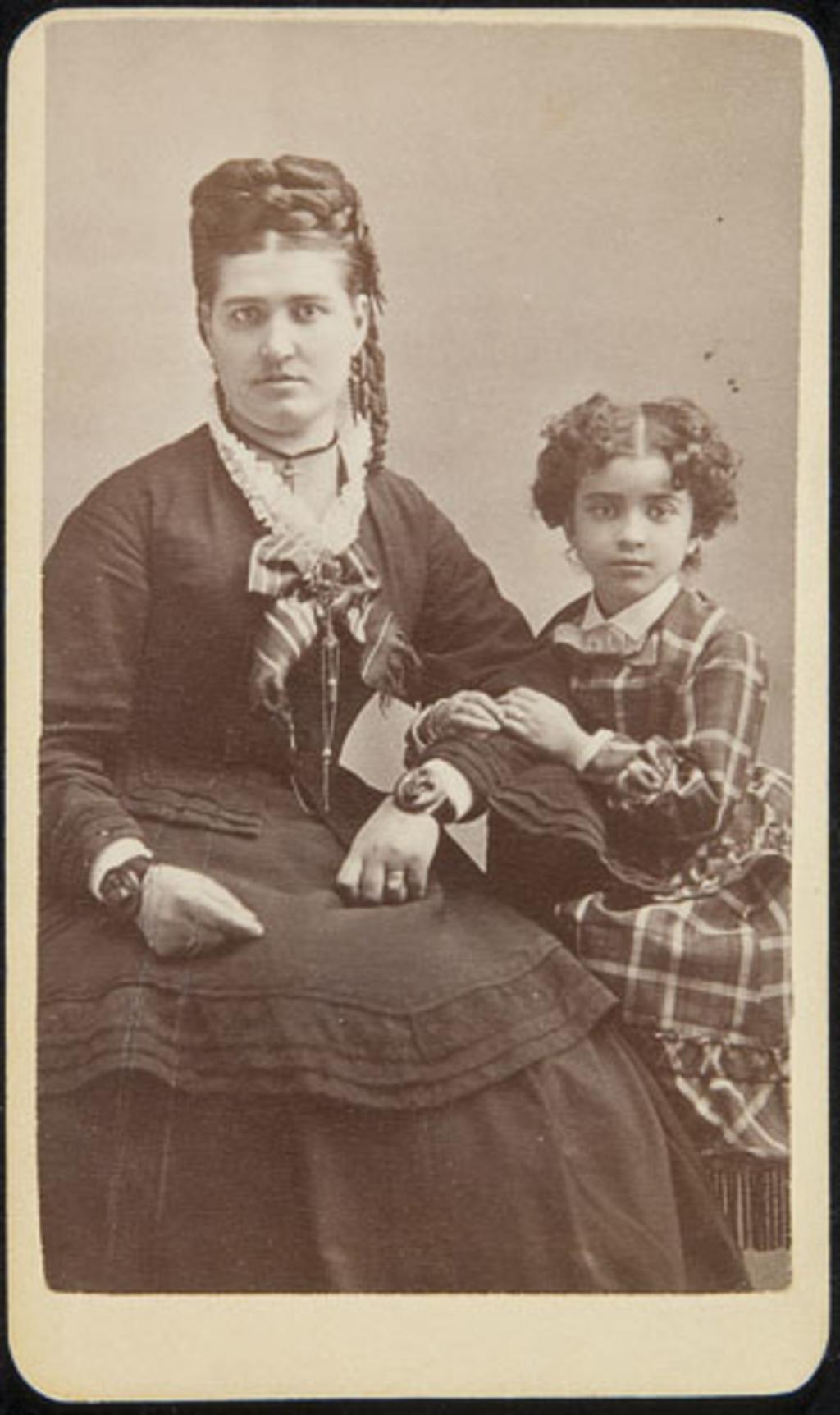 Madame Antoine Gagné, née Marie-Louise, et son enfant, d'un album de famille