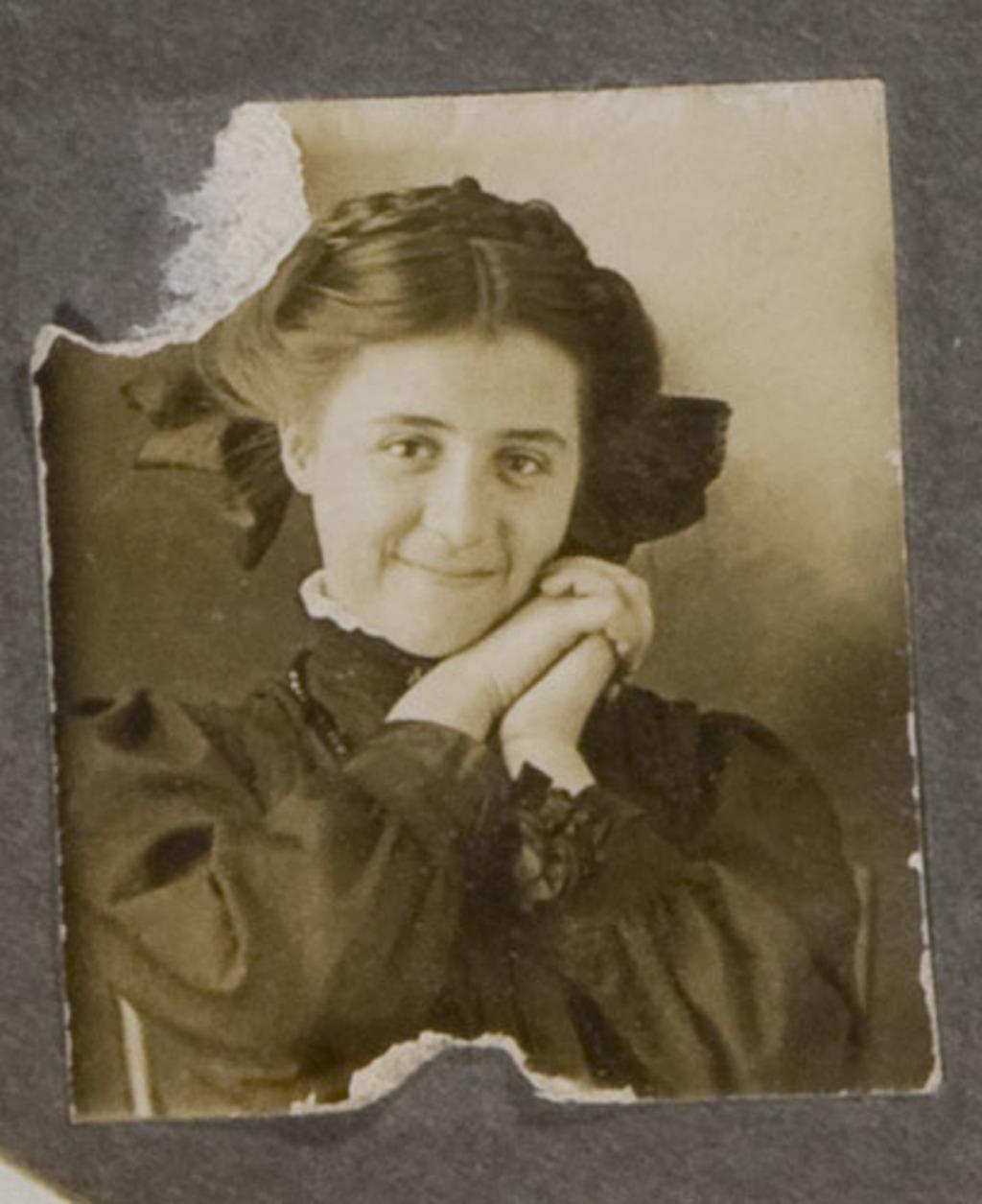 Portrait de femme, d'un album de famille amateur