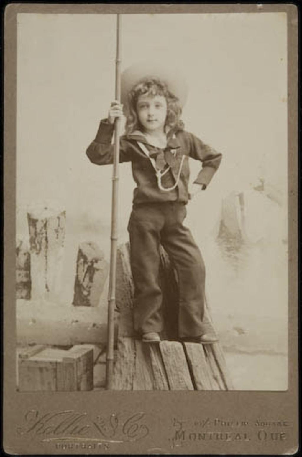 Portrait de garçon en costume de matelot