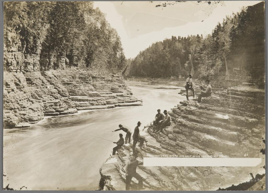 Scène de pêche aux marches naturelles de la rivière Montmorency