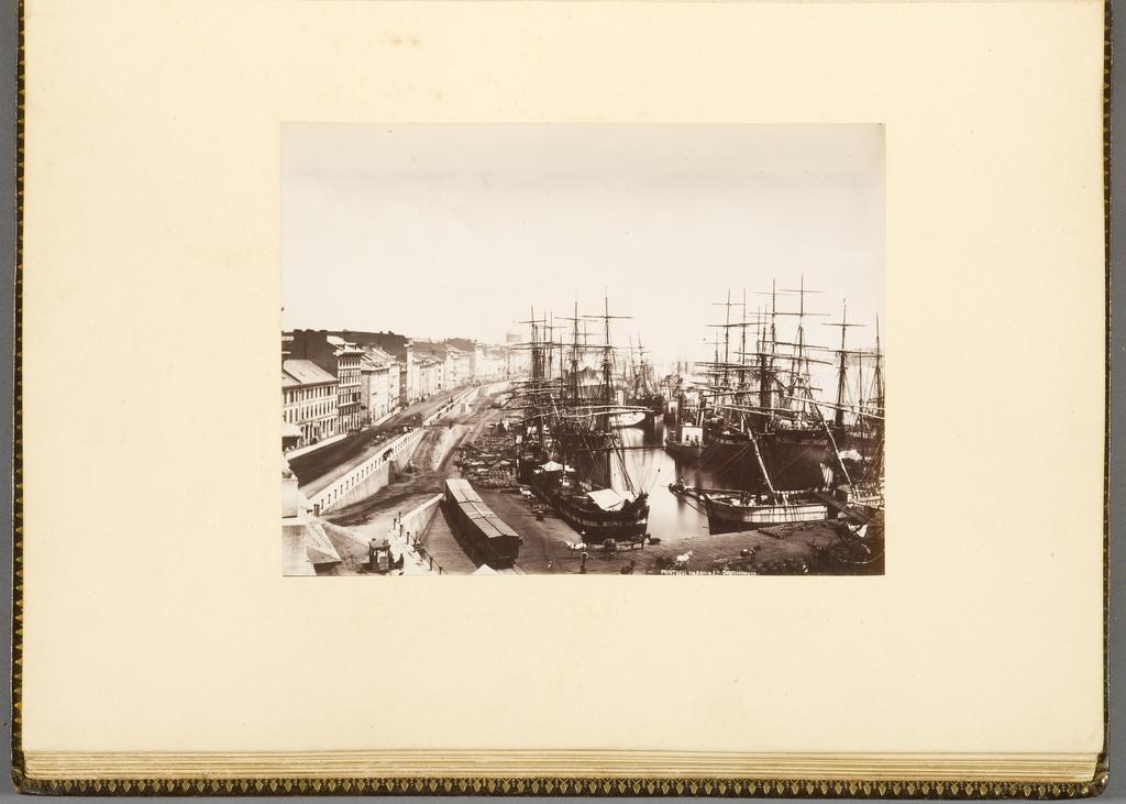 Le Port de Montréal et la rue des Commissaires vus de l'édifice de la douane, de l'album du révérend William M. Black