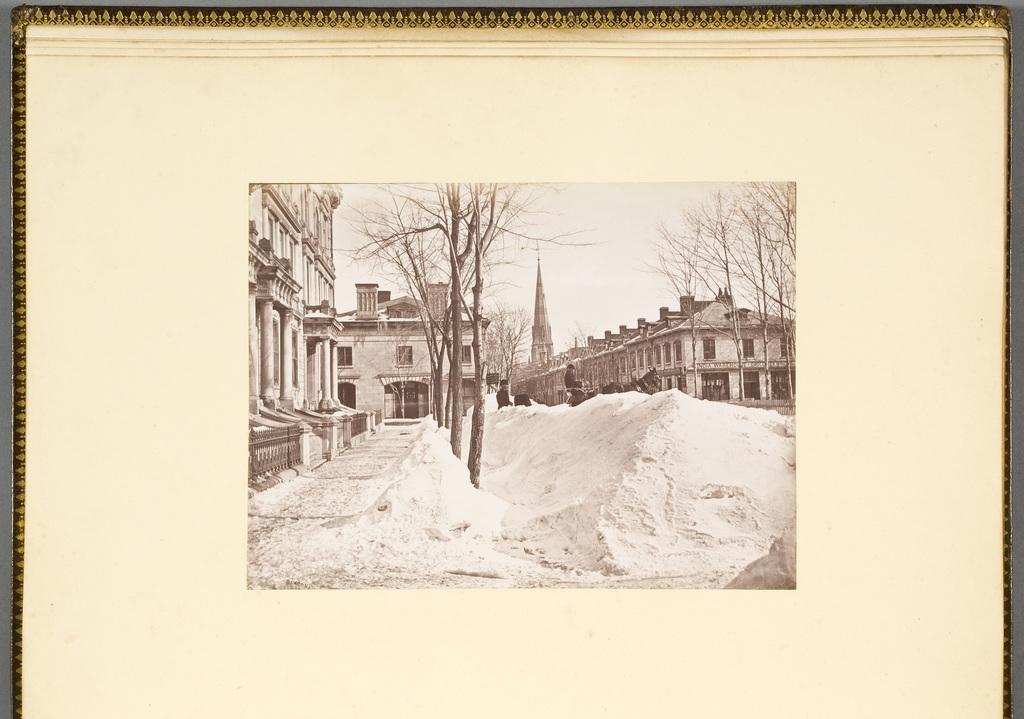 Le Square de la côte Beaver Hall en hiver, Montréal, de l'album du révérend William M. Black