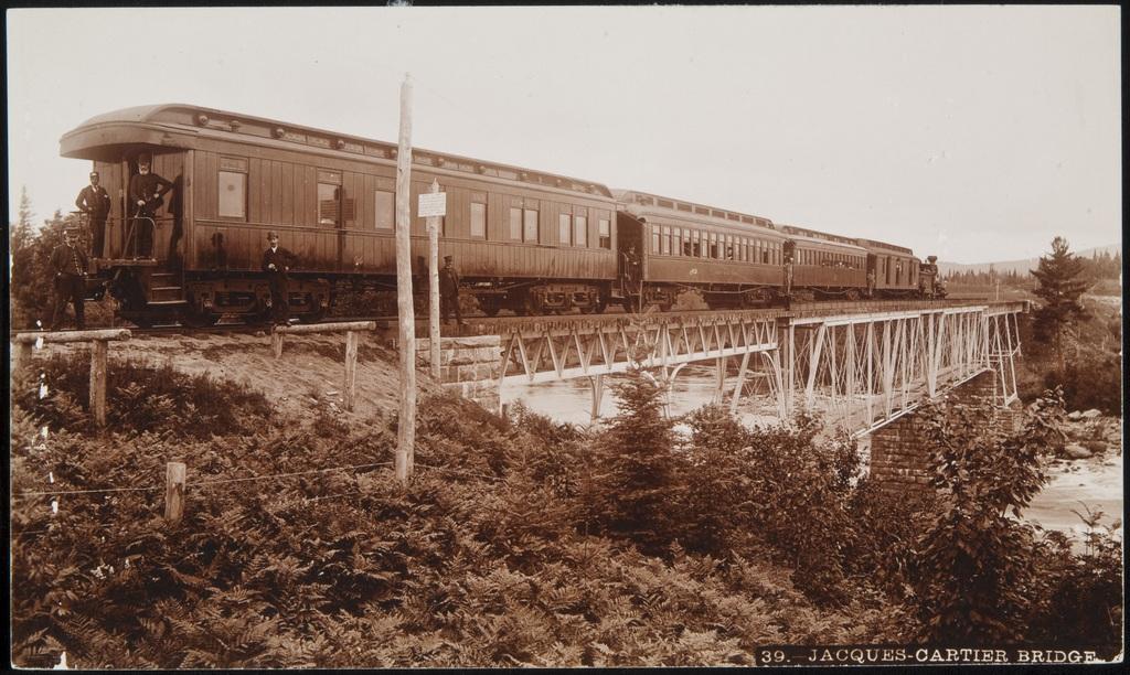Le Chemin de fer Québec - Lac-Saint-Jean, sur le pont de la rivière Jacques-Cartier