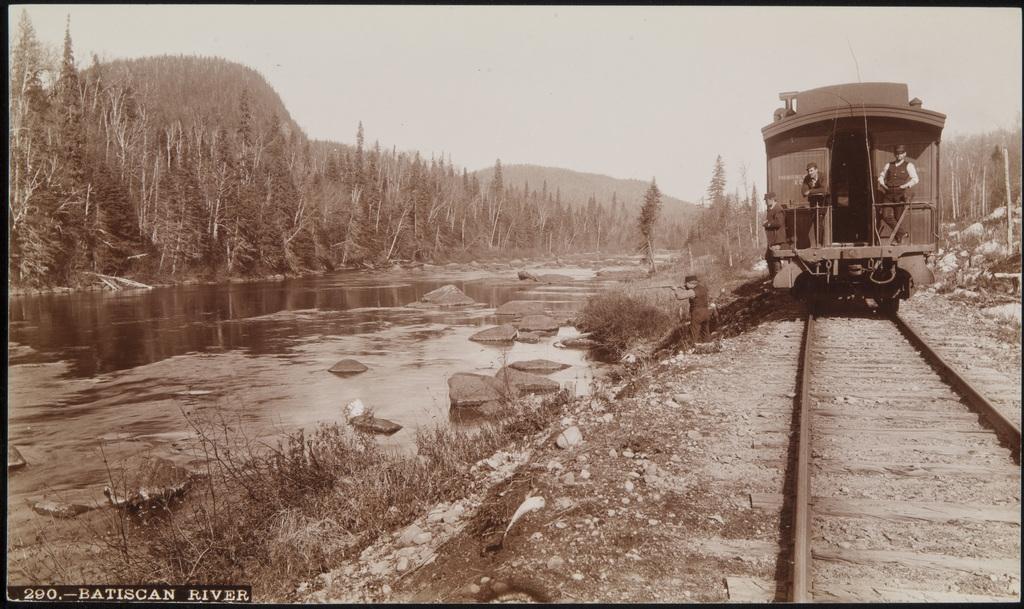 Le Chemin de fer Québec–Lac-Saint-Jean, le long de la rivière Batiscan