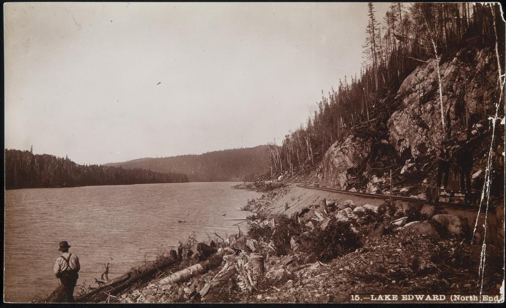 Le Chemin de fer Québec–Lac-Saint-Jean, le long du lac Édouard