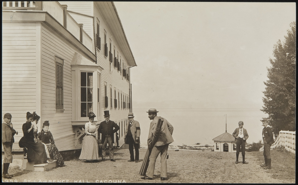 Groupe de vacanciers à l'hôtel St. Lawrence Hall, Cacouna