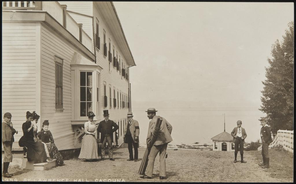 Groupe de vacanciers à l'hôtel St. Lawrence Hall, Cacouna