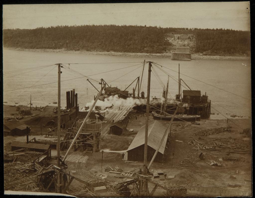 Début de la construction du pont de Québec