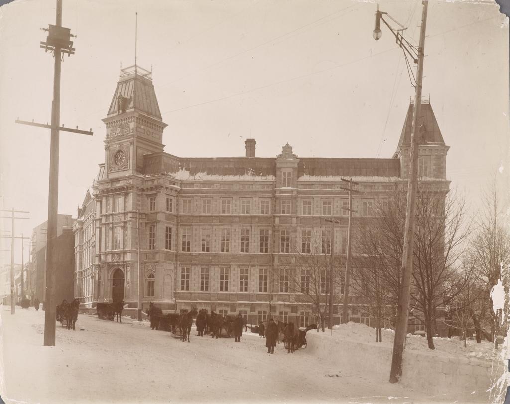 Le Palais de justice en hiver, Québec