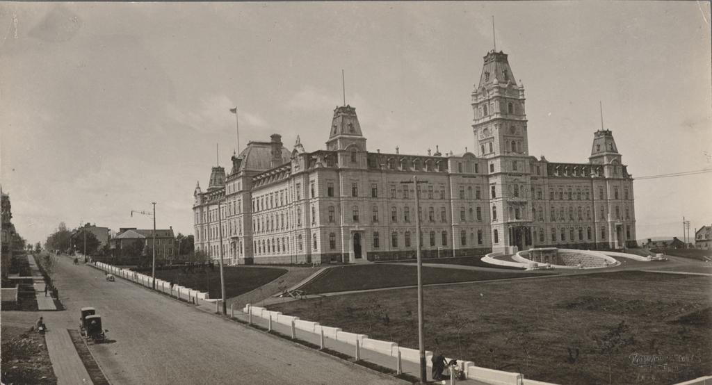 La Grande Allée et l'hôtel du Parlement, Québec