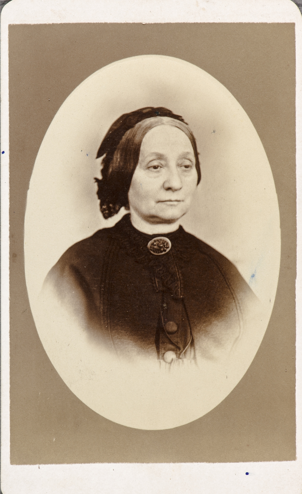 Portrait de femme. Photographie d'une photographie (?), de l'album de collection dit de Napoléon Garneau
