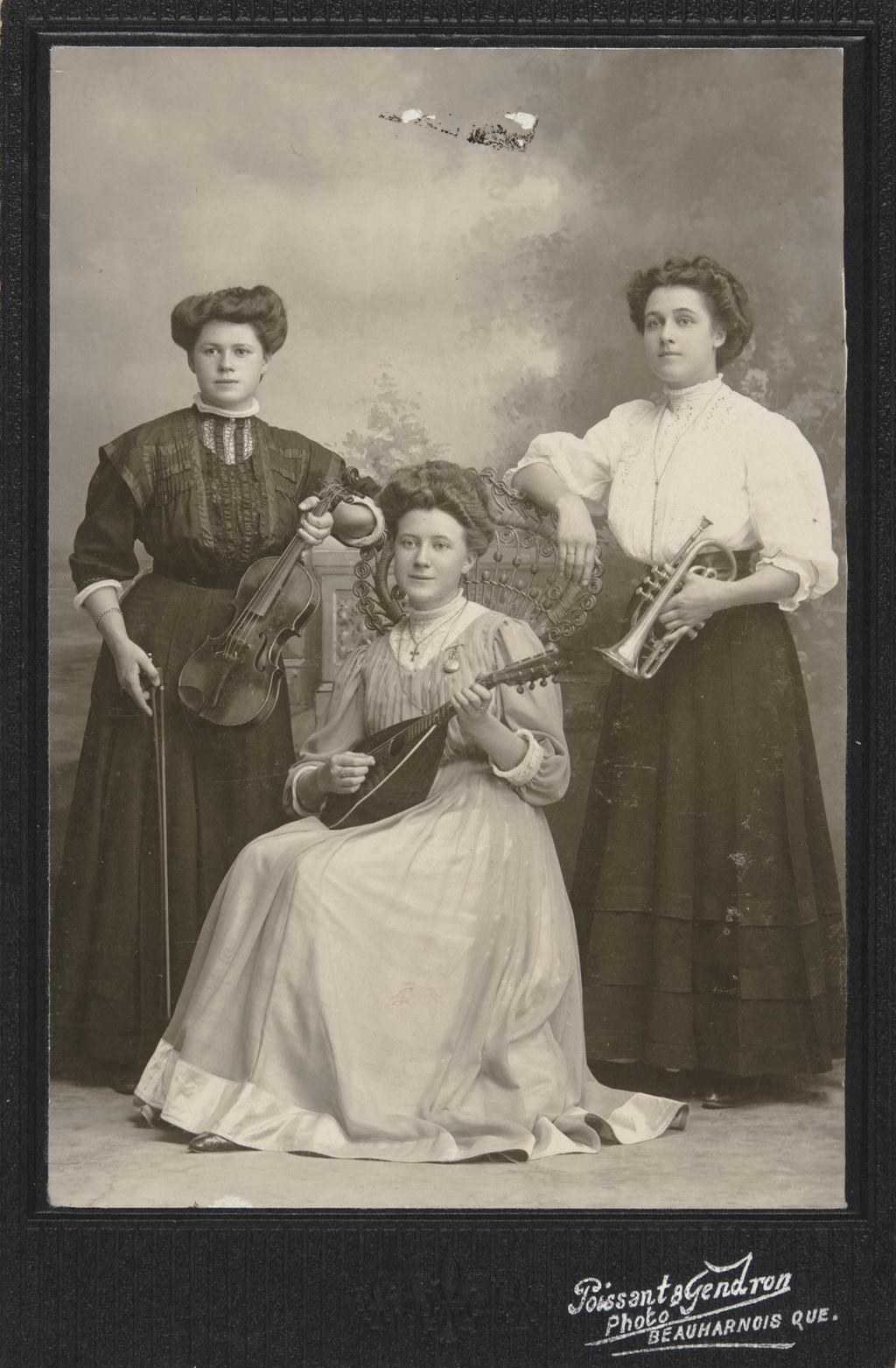 Portrait de trois femmes