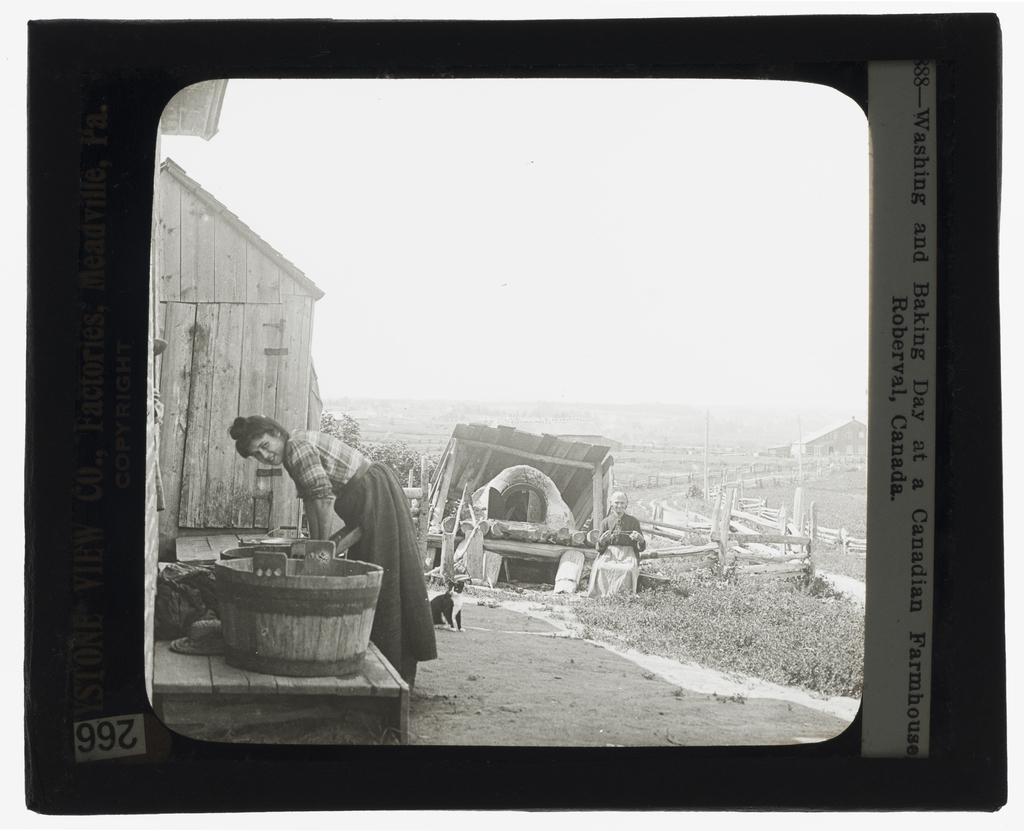 Jour de lessive et de boulange sur une ferme, Roberval