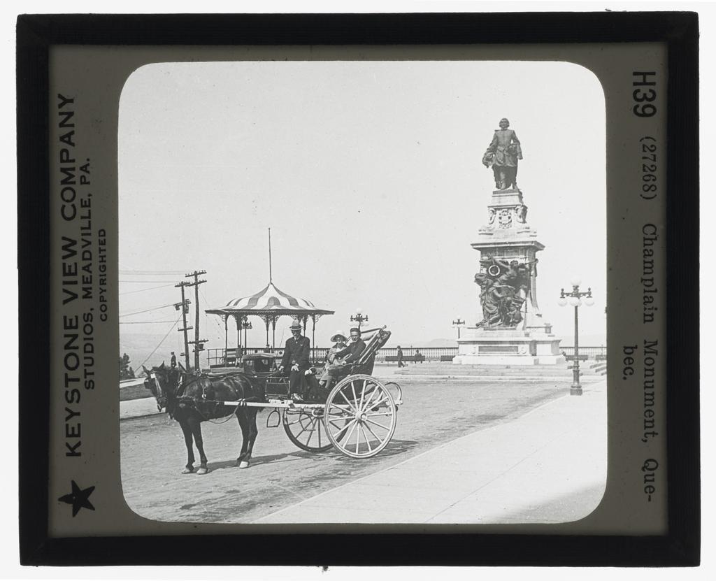 Calèche devant le monument à Champlain, Québec