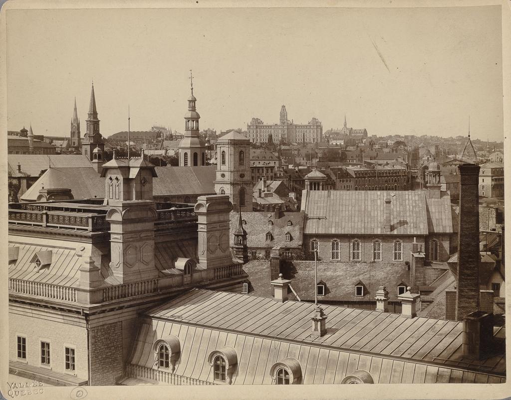 La Haute-Ville et l'hôtel du Parlement vus de l'Université Laval, Québec