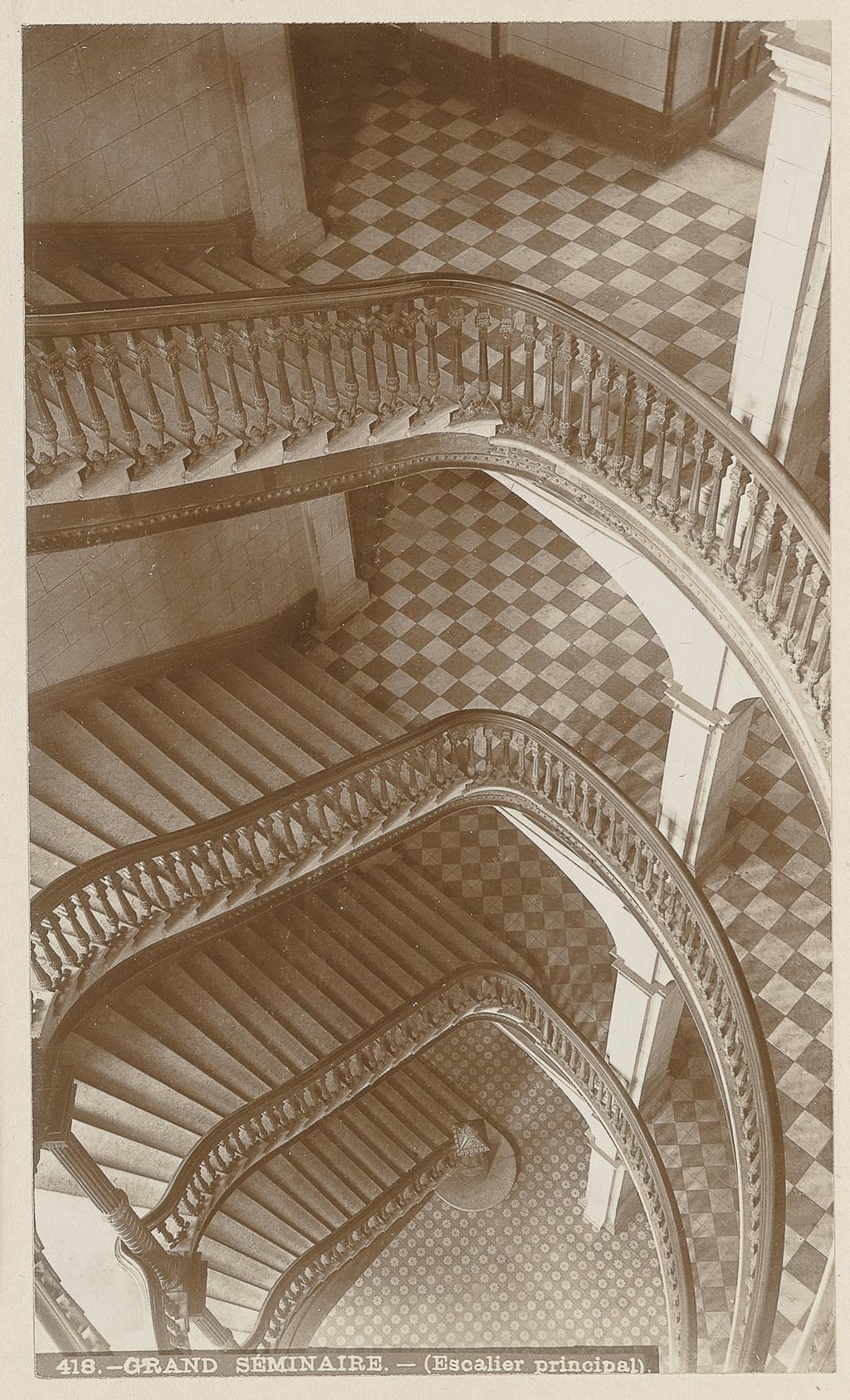 Le Grand Escalier du Grand Séminaire, Québec, de l'album Maisons d'éducation de la province de Québec